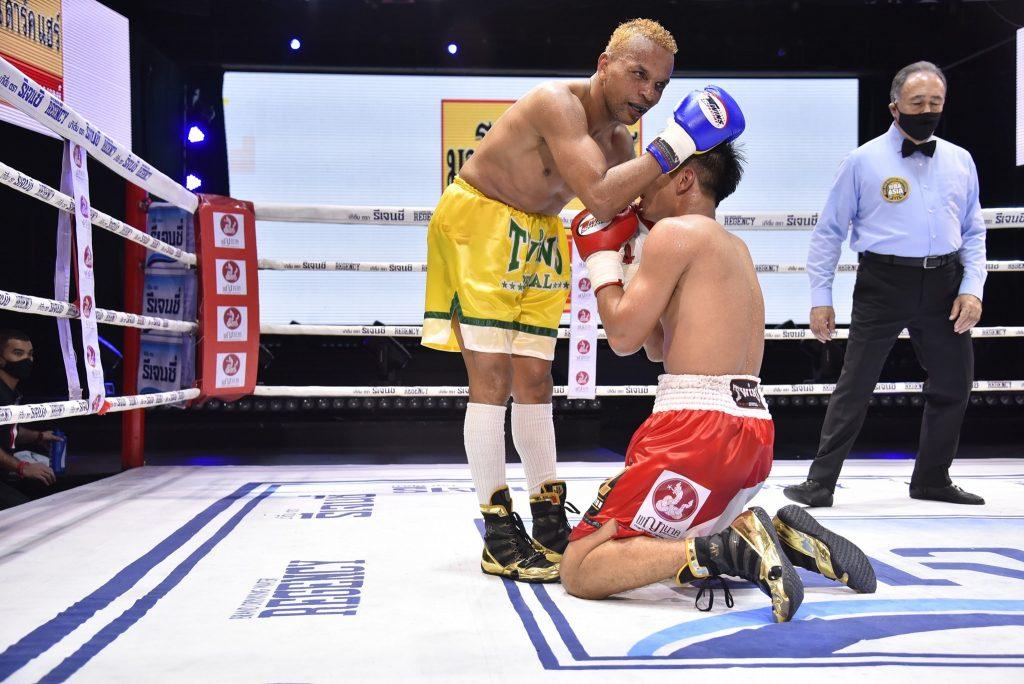 อานนท์ ต่อยได้นับ 8 ก่อนชนะ อำนาจ คว้าแชมป์ WBA Asia รุ่น126