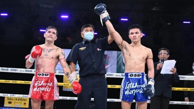 โชคพันล้าน ชนะคะแนน จอมโหด คว้าแชมป์ ศึกมวยไทย 7 สี ได้สำเร็จ